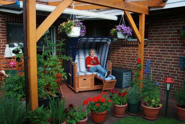strandkorb im garten ferienwohnung malvenh s cape cod 4 14 10 sylt ferienwohnung brise wyk auf. Black Bedroom Furniture Sets. Home Design Ideas